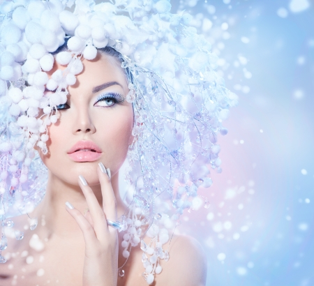 美女: 冬季美容女人聖誕女孩化妝