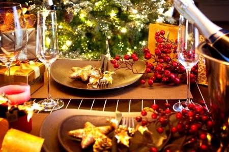 comida de navidad: Navidad Y Año Nuevo Cuadro de vacaciones con Champagne Foto de archivo