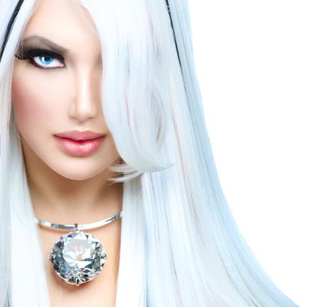 color white: Belleza chica de moda estilo blanco y negro pelo largo negro