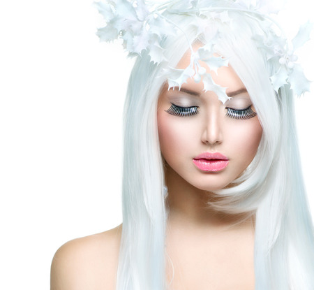 美女: 冬季美容美麗的時裝模特女孩與雪Hairstyl