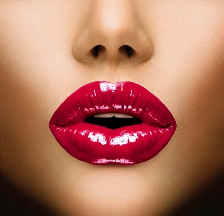 beso labios: Labios atractivos Maquillaje Hermoso Primer Beso Foto de archivo
