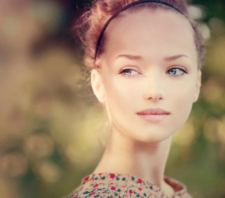 beauté: Beauty Girl romantique en plein air Belle modèle d'adolescent