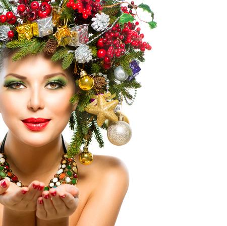 �tonnement: Femme de No�l arbre de No�l de vacances Coiffure et maquillage