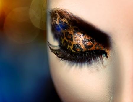 eye make up: Beauty Fashion Model Girl with Holiday Leopard Makeup
