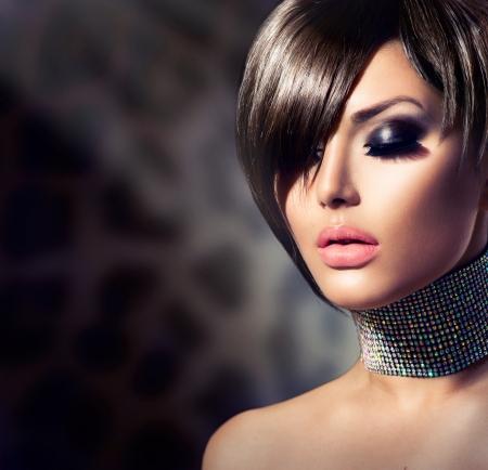 ファッションの美しさの女性の肖像画
