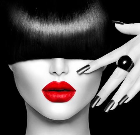 Fashion Model Meisje met trendy kapsel, make-up en manicure Stockfoto