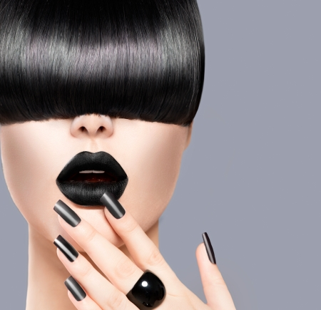 short cut: Beauty Girl Portrait with Trendy Hairstyle, Black Lips and Nails