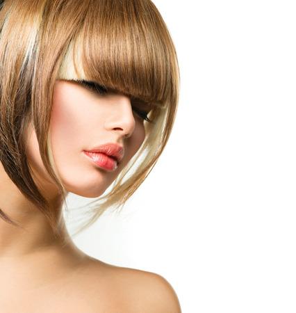 короткие волосы: Красивая женщина способа Прическа для коротких волос Fringe стрижка Фото со стока