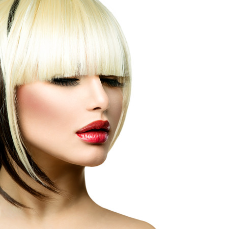 짧은 머리 프린지 이발을위한 아름 다운 패션 여자 헤어 스타일 스톡 콘텐츠