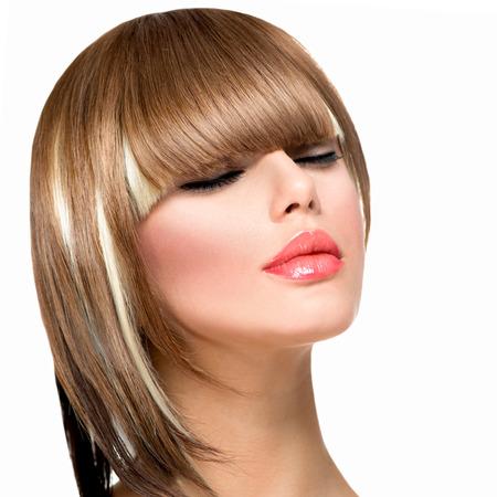 černé vlasy: Krásná módní žena účes pro krátké vlasy Fringe Haircut Reklamní fotografie