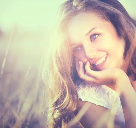 backlit: Belleza fresca rom�ntica Muchacha Aire libre Naturaleza