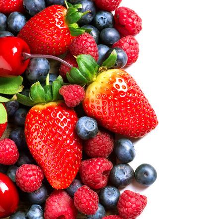 Beeren Grenze isoliert auf White Spring Organic Berry