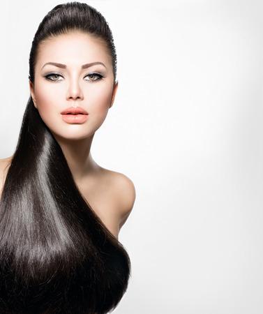 長い健康的なストレートの髪のファッション モデルの女の子