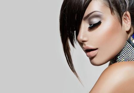 美女: 時尚美少女華麗的女人肖像