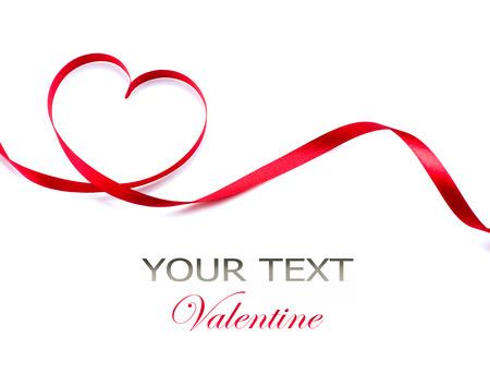 バレンタイン ハート赤い絹のリボンの愛記号