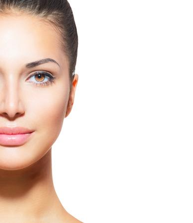 mujer bonita: Mujer hermosa joven con la piel fresca limpia