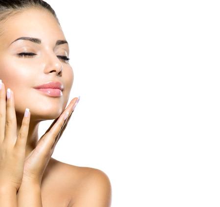 szépség: Beauty Spa nő, portré, gyönyörű lány megható arcát