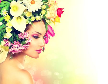les fleur: Fille de beauté avec des fleurs de printemps Hair Style Banque d'images