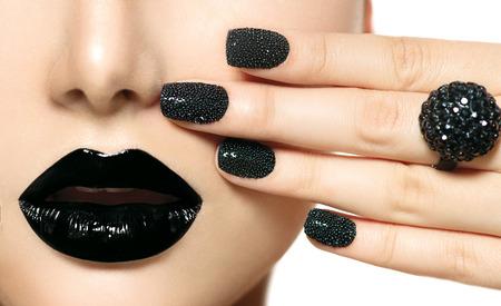 moda: Preto Caviar Manicure e Black Lips Fashion Makeup Banco de Imagens