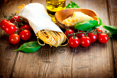 tabulka: Pasta Italian Domácí špagety s parmazánem a rajčaty Reklamní fotografie