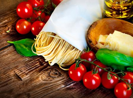 Kookboek en ingrediënten van de mediterrane keuken royalty vrije