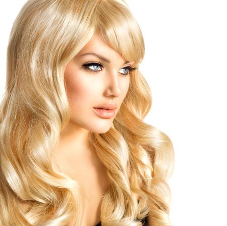 vrouw blond: Beauty Blonde vrouw Mooi meisje met lang krullend blond haar