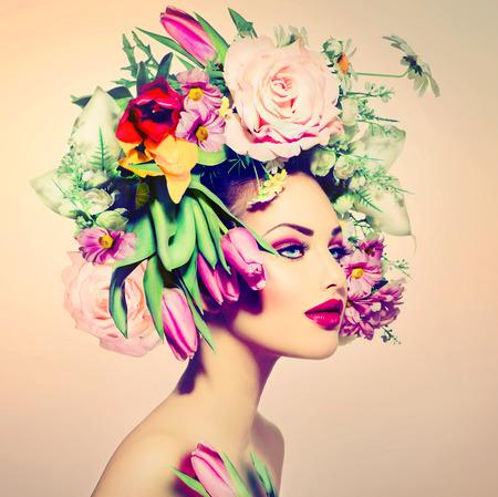美女: 春季女人美麗的女孩與花髮型 版權商用圖片