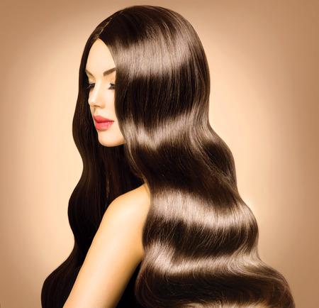 Schönheit Modell Mädchen mit langen gesundes Haar und gewellte perfekte Make-up Standard-Bild - 26718360