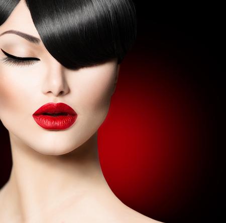 ファッションの魅力美しさの少女トレンディなフリンジの髪型と 写真素材