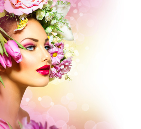 Beauty Lente meisje met bloemen Hair Style