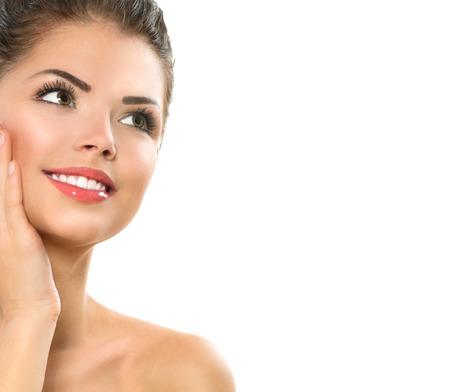 beauté: Beauté Spa Portrait de femme belle fille de toucher son visage Banque d'images