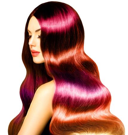tinte cabello: Beauty Girl Modelo con largo sano colorida del pelo ondulado
