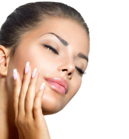 gesicht: Beauty Spa Woman Portrait Schönes Mädchen ihr Gesicht berühren