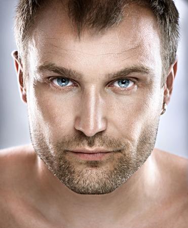 Hermoso retrato del hombre de la cara de Guy Primer Foto de archivo - 27472378