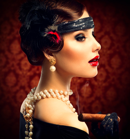 Retro Portret van de Vrouw Vintage Meisje Styled Met Sigaar