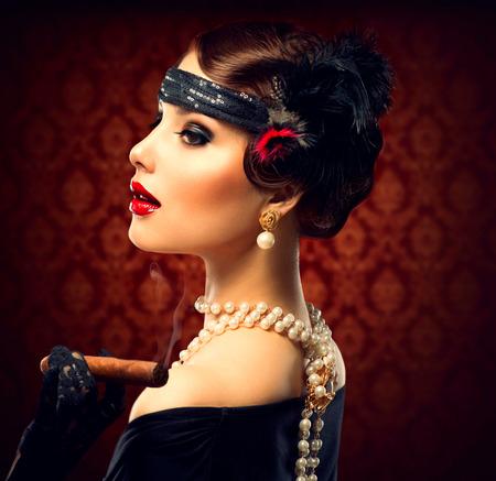 vintage: Ретро женщина портрет старинный стиль Девушка с сигарой