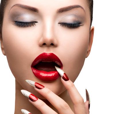 unas largas: Moda Belleza Sexy Model Girl Manicura y Maquillaje Foto de archivo