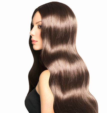 오래 건강 곱슬 머리와 완벽한 메이크업 뷰티 모델 소녀