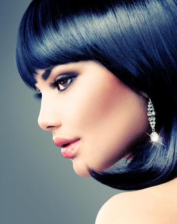 hair short: Hermosa Mujer Morena Bob Haircut corto el pelo