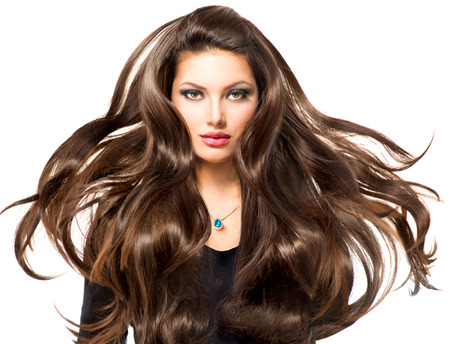 models posing: Chica Modelo de modas Retrato con largo pelo que sopla