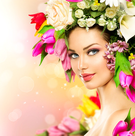 Beauty Spring Girl with Flowers Hair Style Imagens