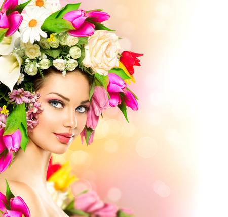 barvitý: Krása léto Model dívka s barevnými květy účes