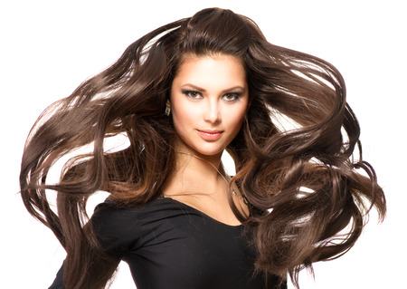 aretes: Chica Modelo de modas Retrato con largo pelo que sopla