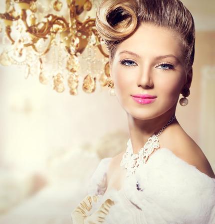 perlas: Lujo Styled Señora de la belleza Retrato retro de la mujer
