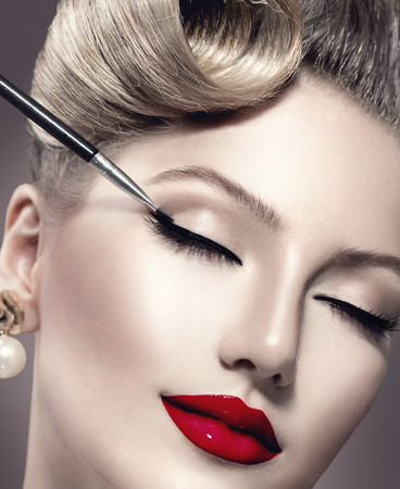eyeliner: Makeup  Vintage style make-up applying closeup  Eyeliner Stock Photo
