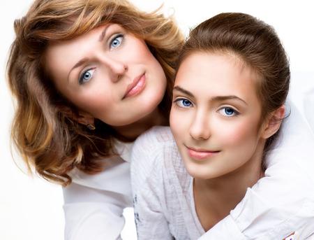 madre e hija adolescente: La madre y la hija adolescente Foto de archivo