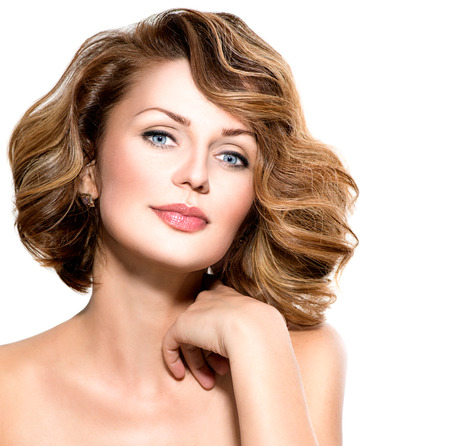 belle brunette: Beau portrait femme d'âge moyen isolé sur blanc Banque d'images