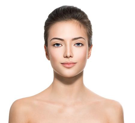 청소 신선한 피부를 가진 십 대 소녀의 아름다운 얼굴
