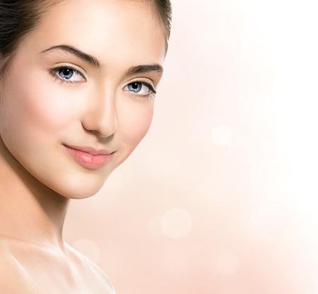 스파 소녀 자연의 아름다움 십대 모델 소녀 얼굴 근접 촬영
