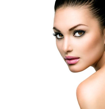 Hermoso rostro de mujer joven con la piel fresca limpia Foto de archivo